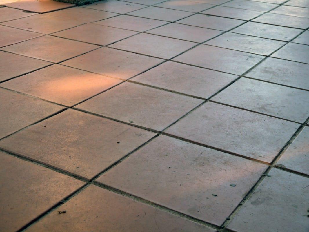 nettoyer la terrasse avec des cristaux de soude ou soude en cristaux