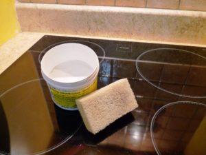 pierre d'argile pour nettoyer sa plaque de cuisson