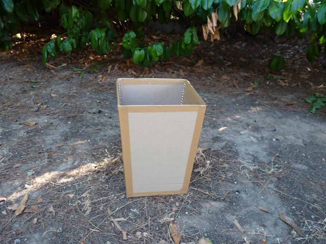 fabriquer poubelle comment fabriquer un cache poubelle en. Black Bedroom Furniture Sets. Home Design Ideas