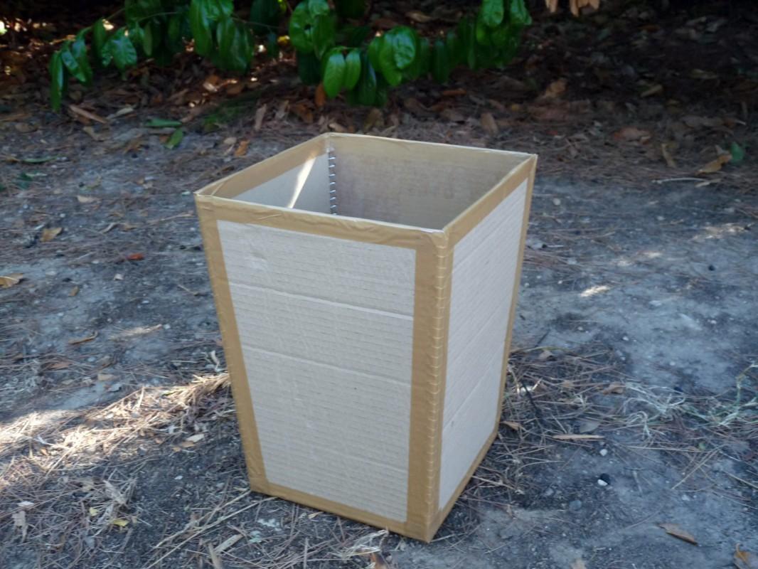 Faire une poubelle de bureau en carton !
