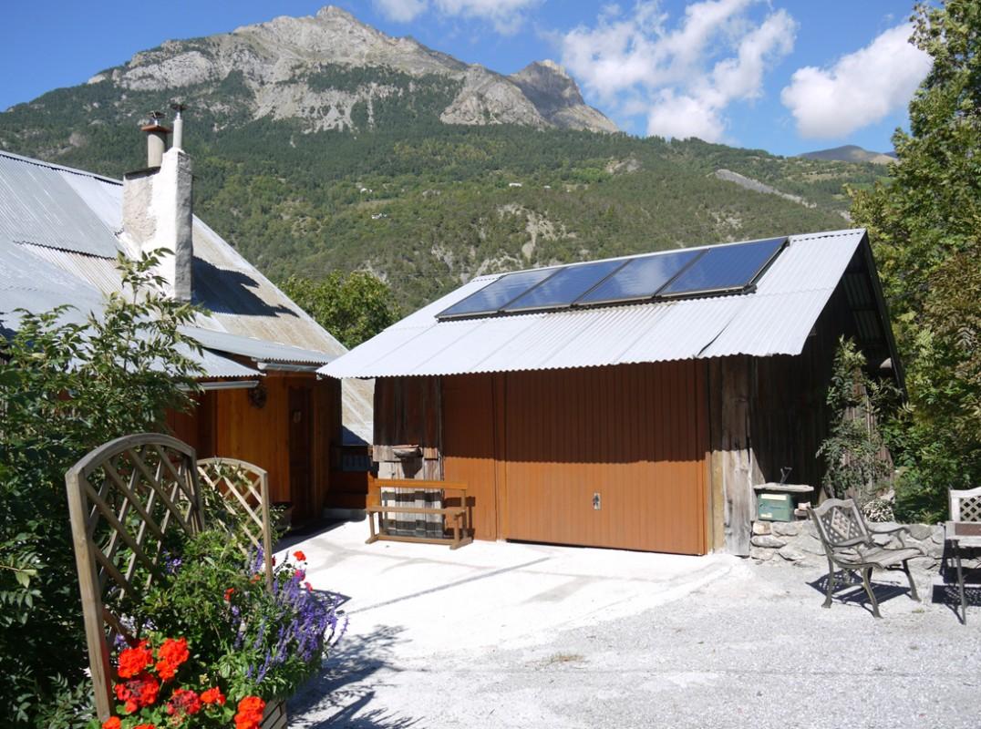 panneaux solaires autour du naturel. Black Bedroom Furniture Sets. Home Design Ideas