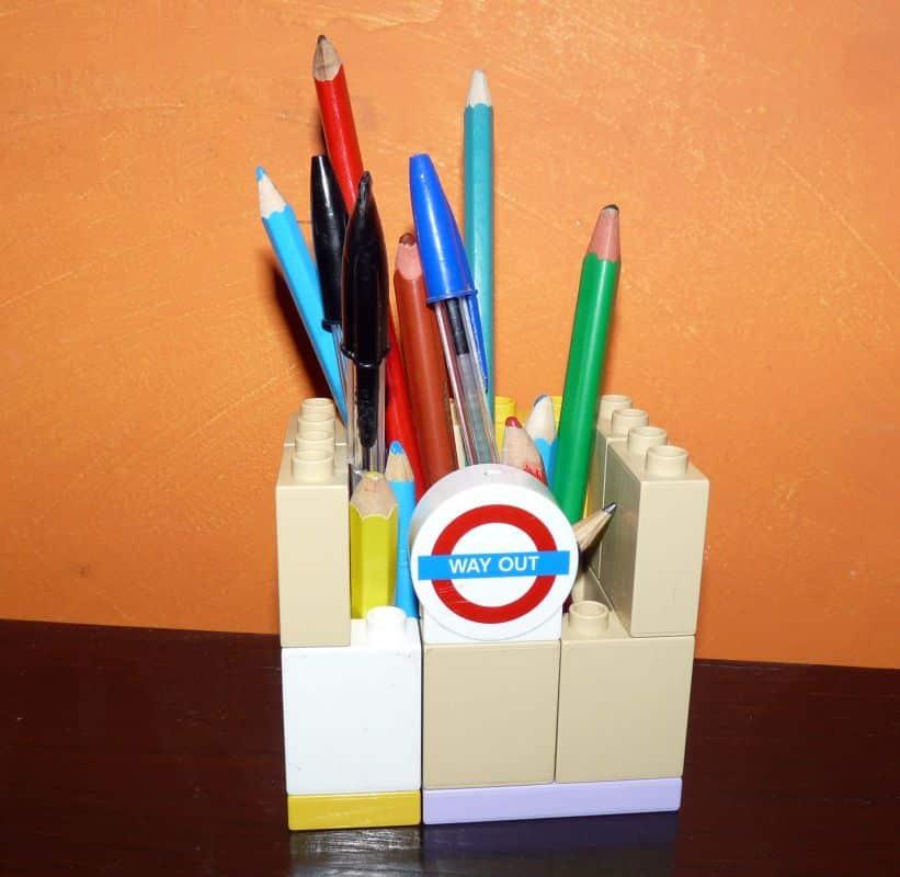 Faire un pot à crayons en légos