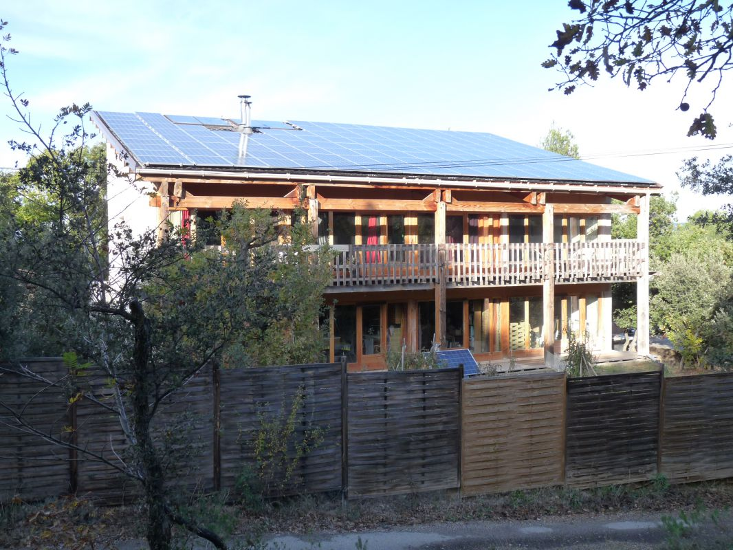 visite d 39 une maison bioclimatique en paille autour du naturel. Black Bedroom Furniture Sets. Home Design Ideas