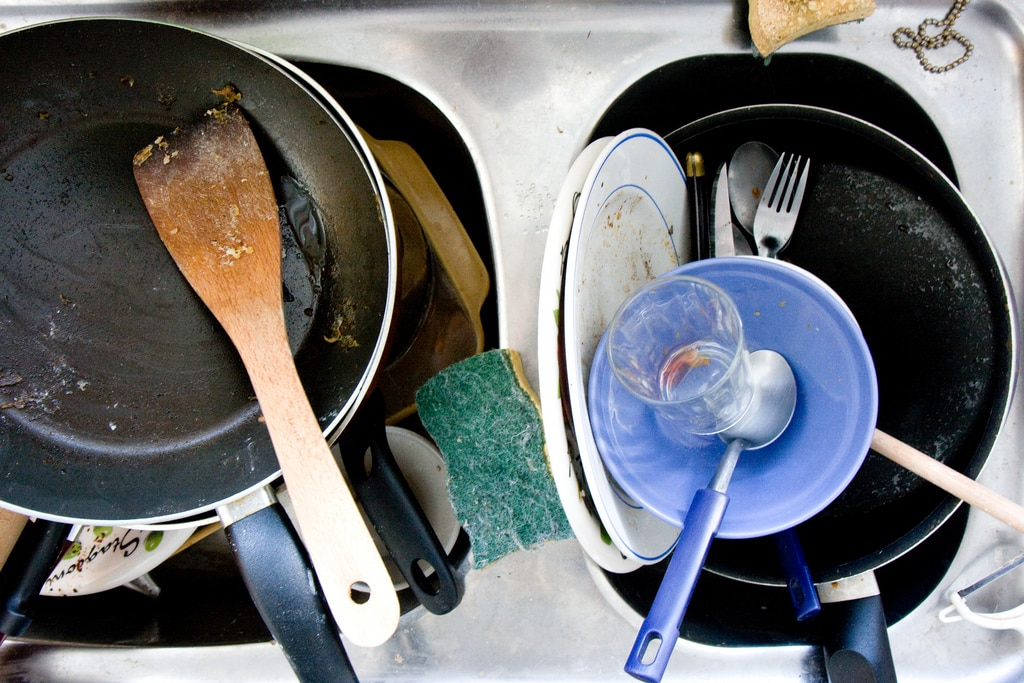 Duel : Lave-vaisselle contre vaisselle à la main