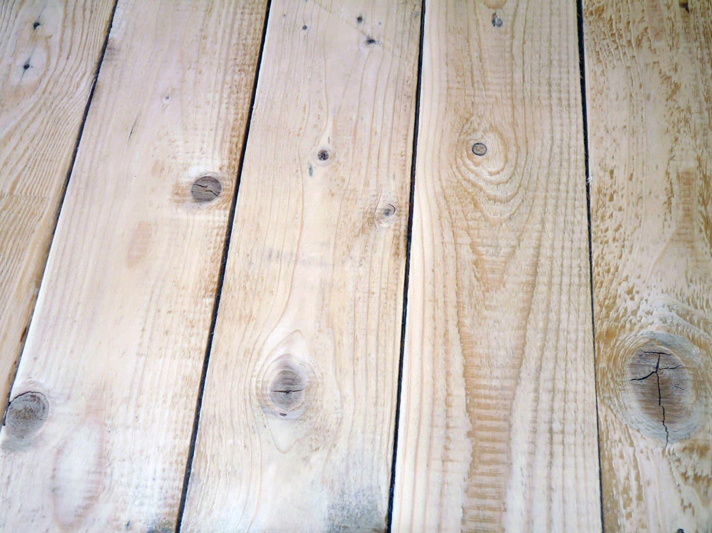 Faire une table en palette ou bureau en palette autour - Ou recuperer des palettes en bois gratuitement ...