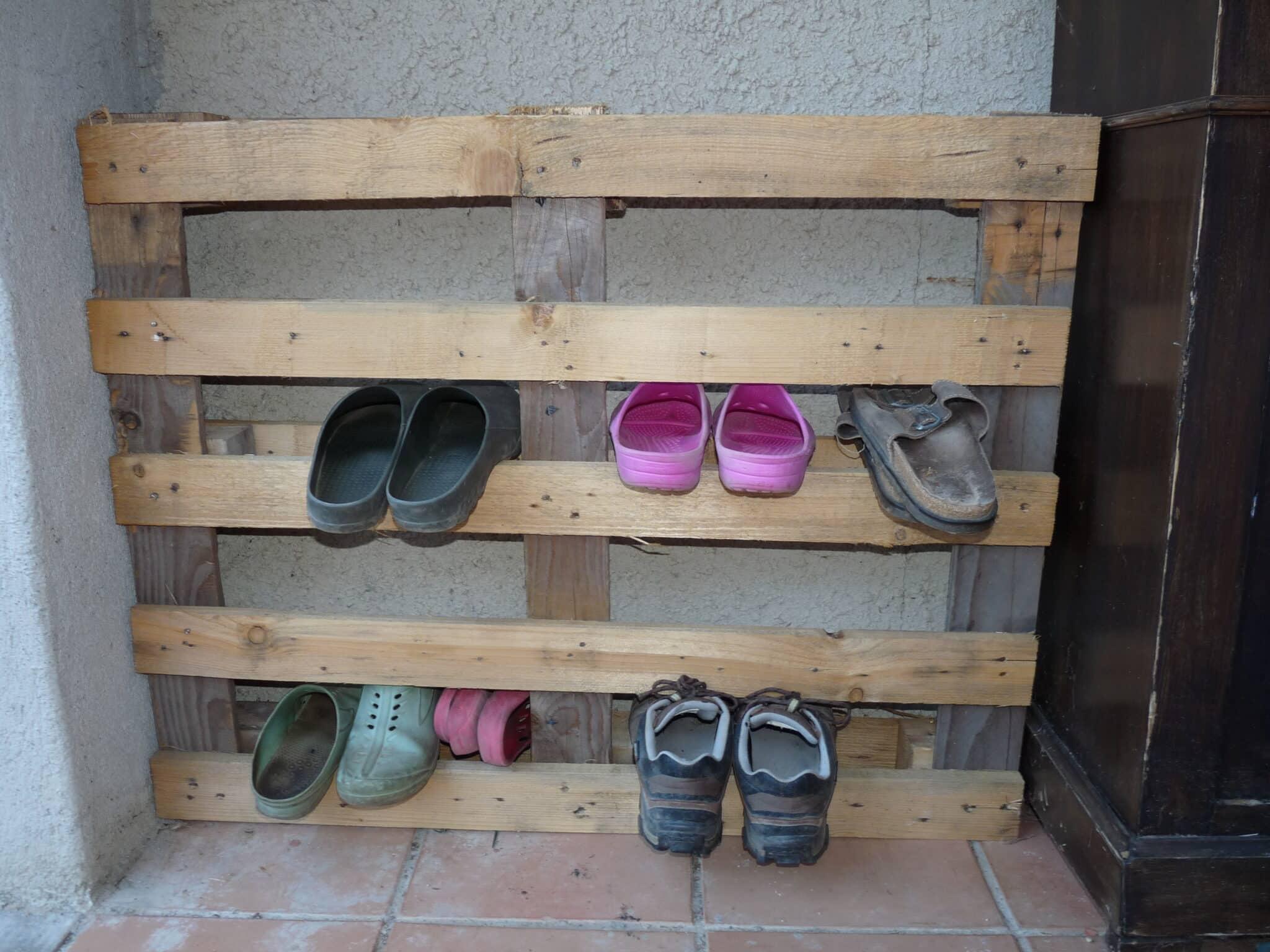 id e r cup pour ranger les chaussures de jardin autour du naturel. Black Bedroom Furniture Sets. Home Design Ideas