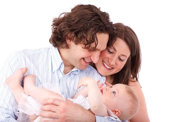 Le portage bébé: pourquoi est-ce bénéfique?